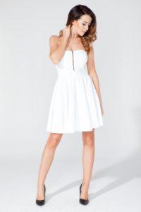 biała sukienka z dopasowanym gorsetem