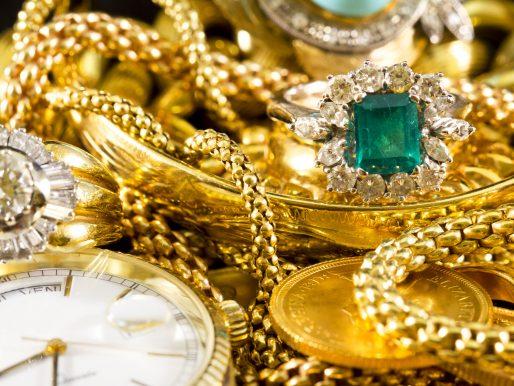 Zalety i wady noszenia złotej biżuterii