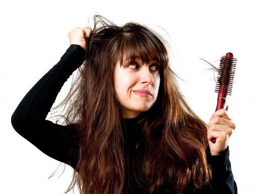 Jak poradzić sobie z problemem wypadania włosów po zimie?