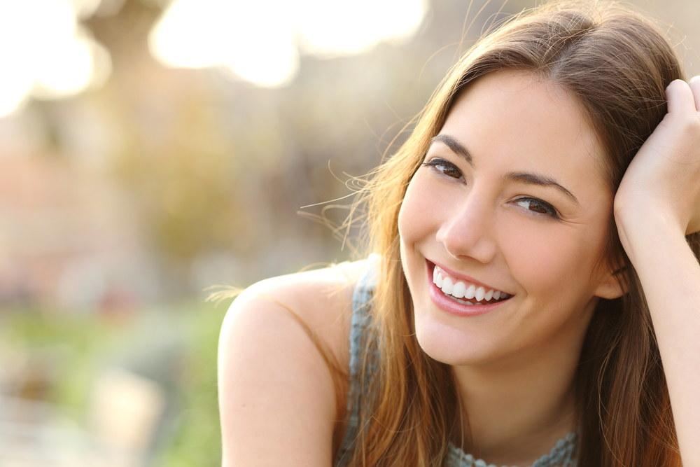 Lekki makijaż na co dzień – czego nie może zabraknąć w Twojej kosmetyczce?