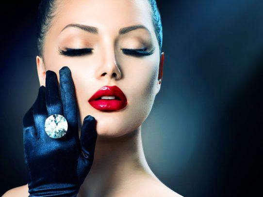Biżuteria z wybiegów mody - pierścionki, kolczyki, bransoletki, naszyjniki