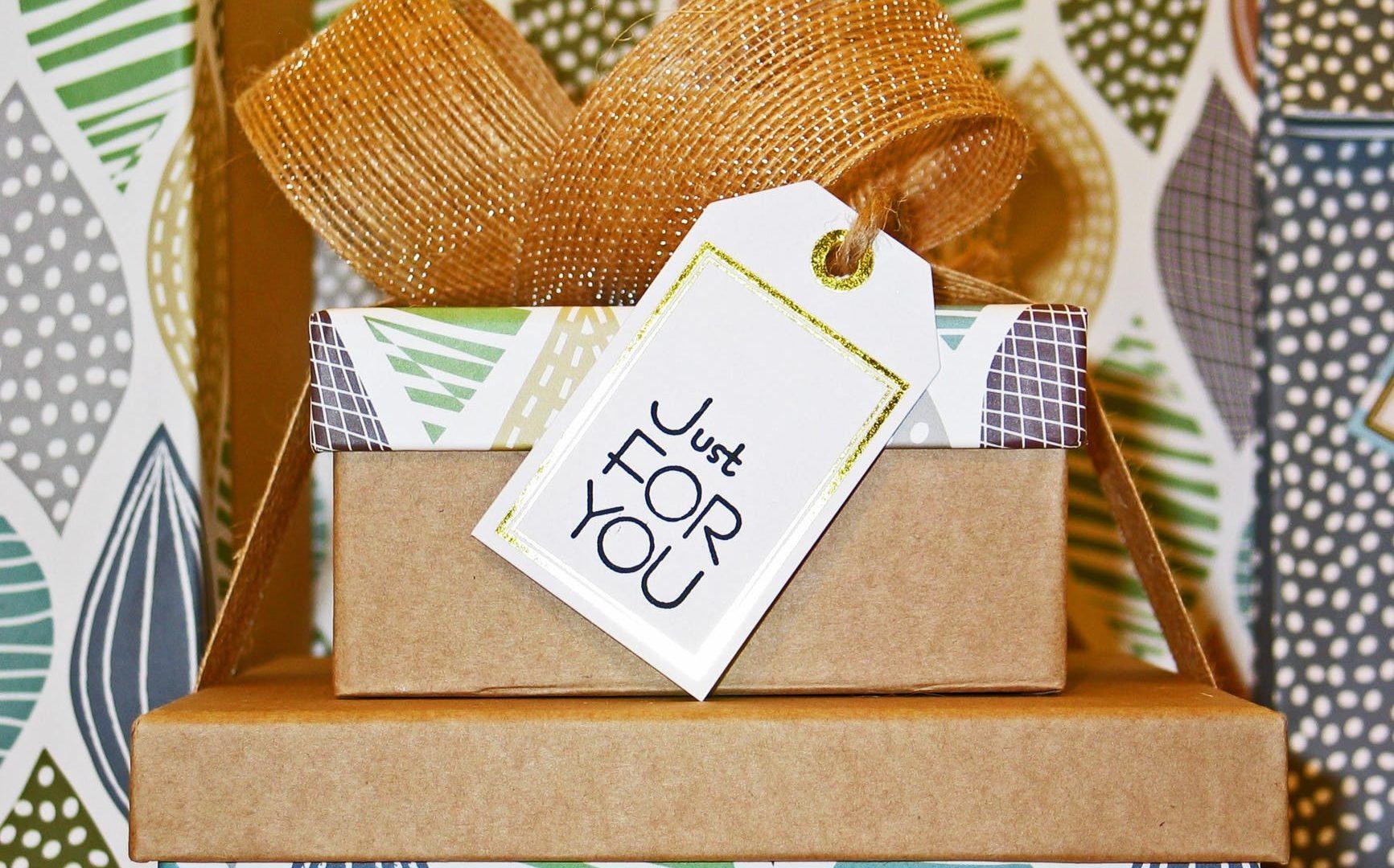 Ciekawy prezent na osiemnastkę? Zobacz, czym się kierować podczas zakupu!