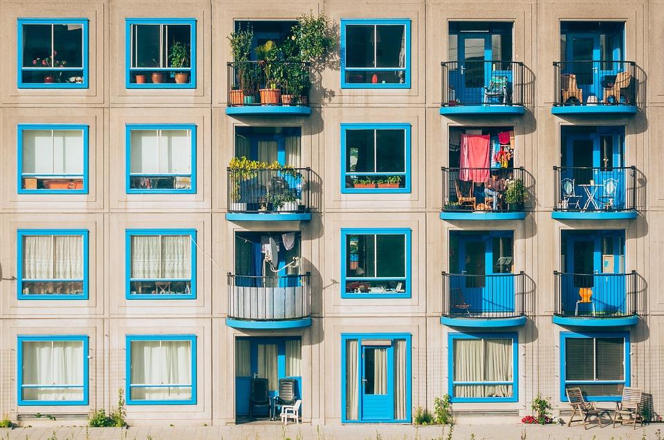Jak wybrać osłonę na balkon?
