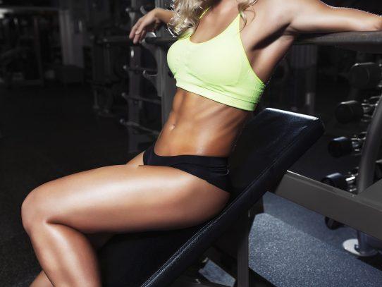 Kobieta po raz pierwszy na siłowni