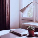Gabinet, czyli idealne miejsce na domowe biuro - o czym pamiętać?
