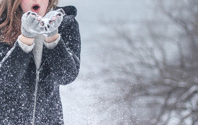 Stylowe i ciepłe kurtki zimowe. Jak wybrać najlepszą?