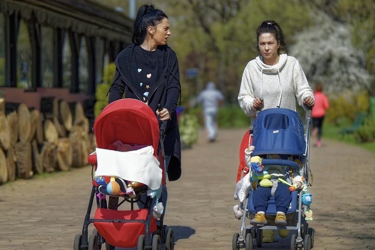 Modna mama – eleganckie torby do wózków dziecięcych