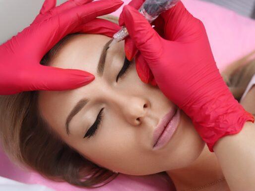 Makijaż permanentny brwi - ile się utrzymuje, jak dbać o brwi po zabiegu?
