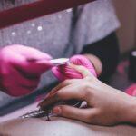 Manicure hybrydowy, żelowy i akrylowy- czym się różnią i na jaki się zdecydować?