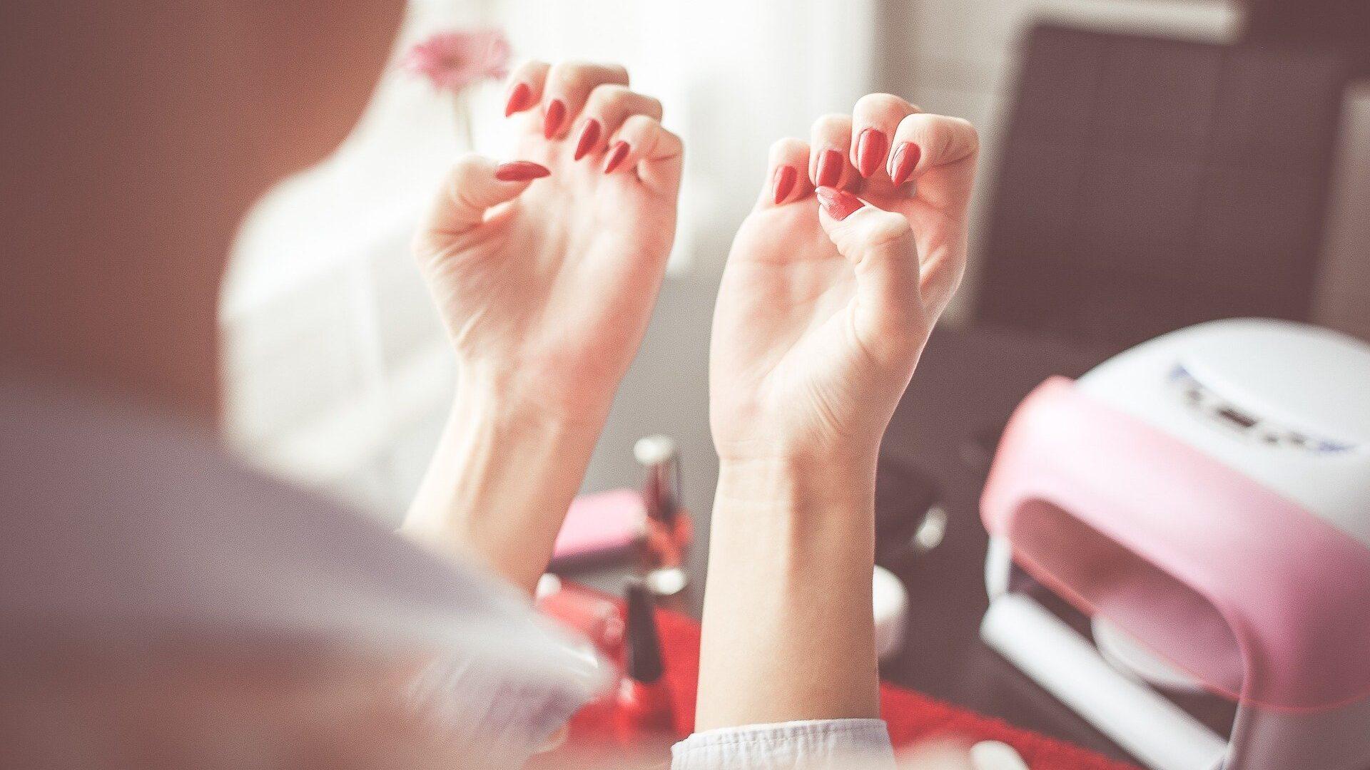 Jak dbać o paznokcie, by były długie i mocne?