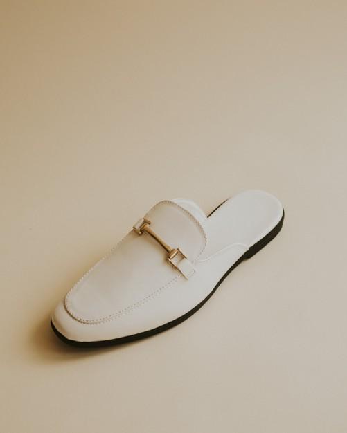 białe mokasyny damskie klapki