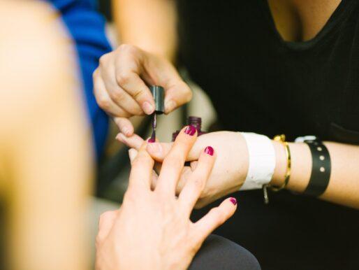 Czy hybryda faktycznie niszczy paznokcie? 3 fakty
