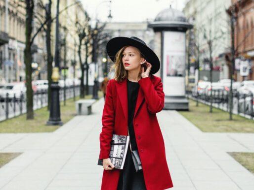 Na wiosenny spacer i na imprezę. Damskie mokasyny sprawdzą się w każdej stylizacji. Jak je nosić?